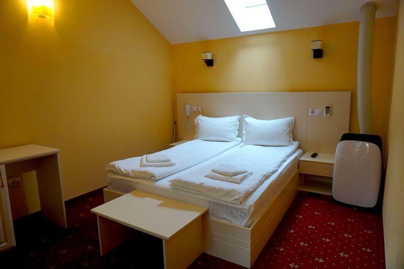 Nuestra habitación en el centro de Sighisoara en el Hotel Extravaganze (de extravagante tenía más bien poco, pero era cómodo y céntrico)