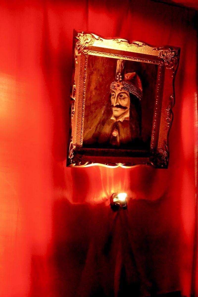 Cuadro de Vlad Tepes (que inspiró el personaje fictício de Conde Drácula) en su casa en Sighisoara
