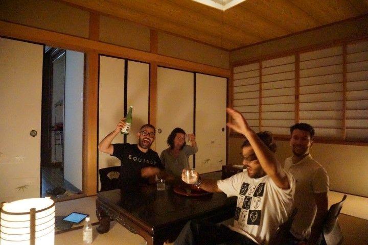 Dándolo todo en nuestra bella casa típica en Kioto.