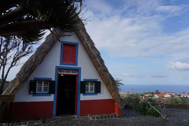 """Una """"palhoça"""", casita típica de Santana"""