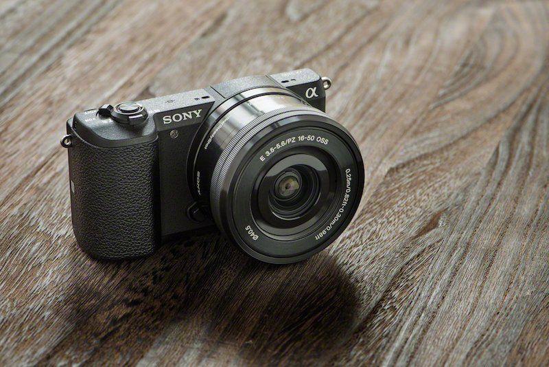 La cámara que usamos en todos nuestros viajes RandomTrip: no pesa nada, no ocupa, es fácil de manejar, saca unos fotones y es muy rápido pasar las fotos al móvil.