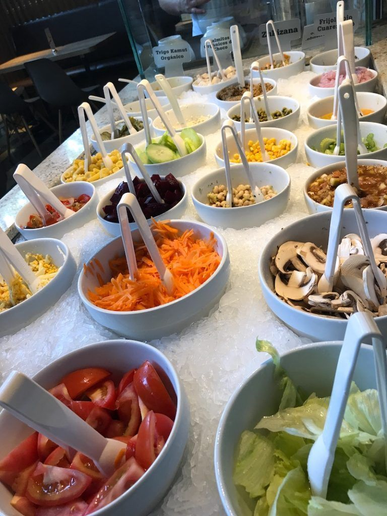 El buffet de ensaladas del Crepes and Waffles