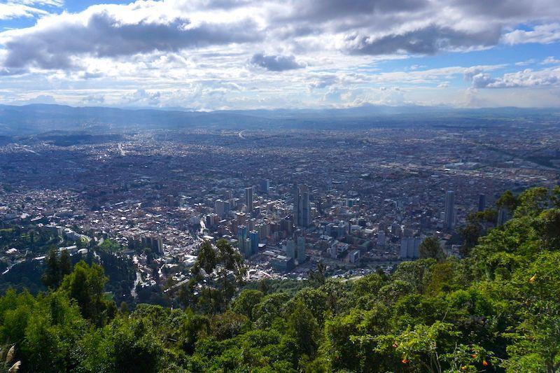 Si tienes suerte como nosotrxs te puede tocar un día con sol para disfrutar de las vistas desde Monserrate