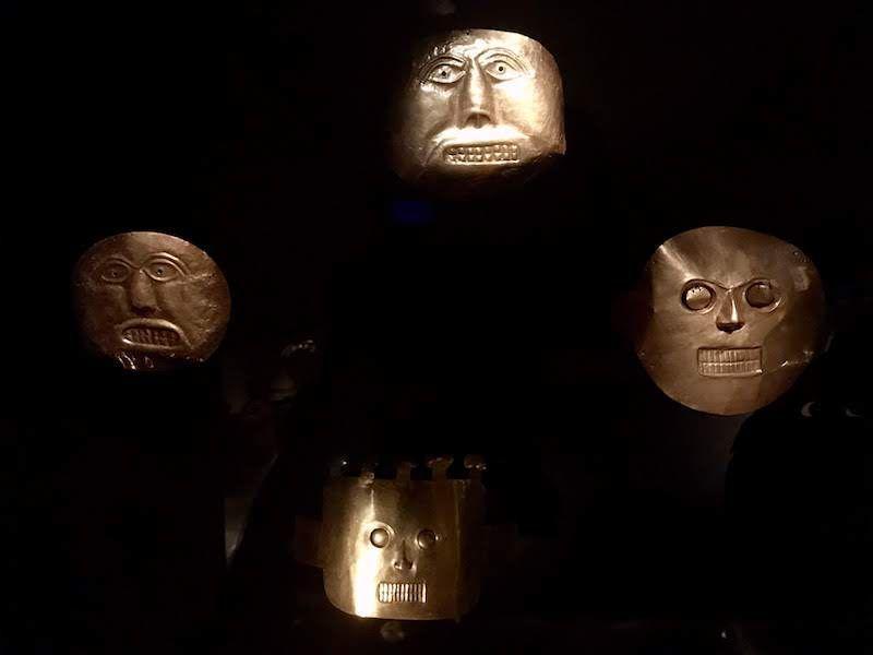 Máscaras de oro en el Museo del oro, Bogotá