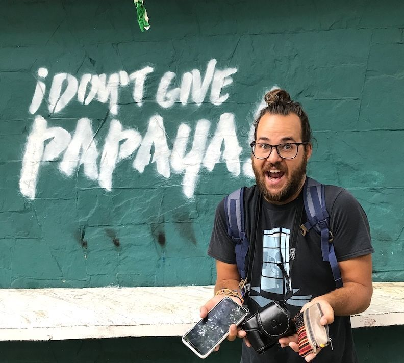 "Chris ejemplificando qué significa ""Dar Papaya"""