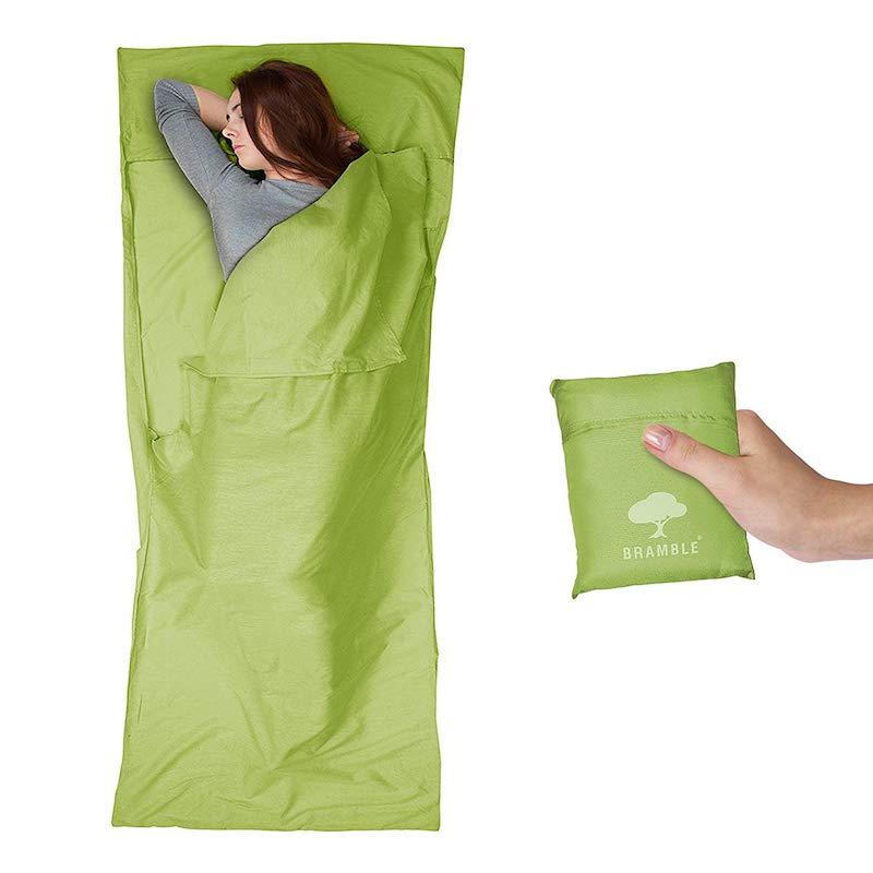 El saco sábana para dormir es super útil para los viajes: no pesa, no ocupa espacio y es genial para llevar en la mochila cuando no sabes donde dormirás esa noche jajaja