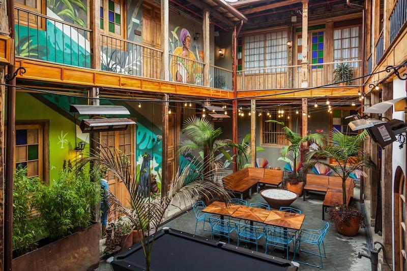 Selina, en Candelaria, Bogotá. Foto de Booking