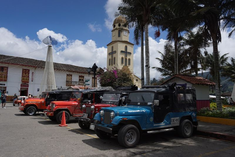 Willys en la plaza de Salento