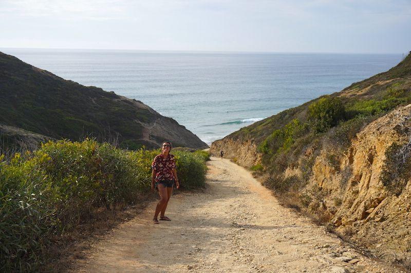 Bajando hacia la playa nudista Adegas. Hasta aqui os enseñamos...