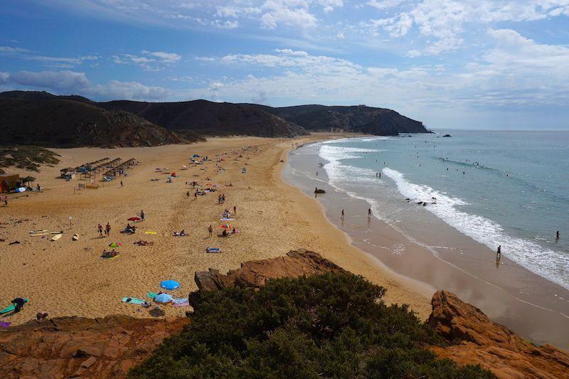 Playa de Amado a la izquierda: zona surfera