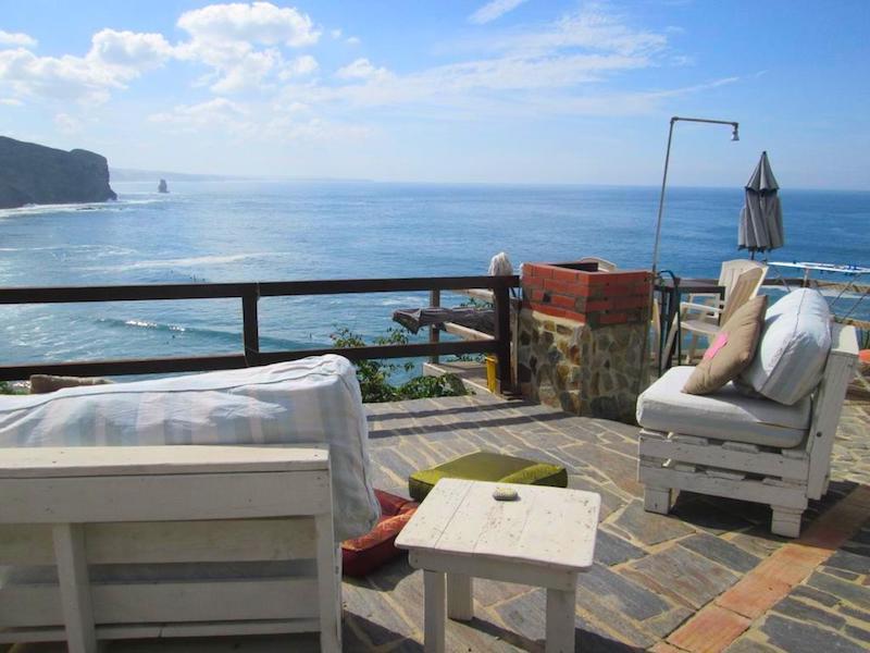 Casa César, una casa de pescadores remodelada frente al paraíso surfero de playa de Arrifana