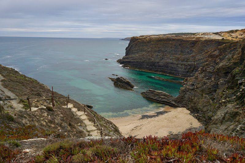 Impresionante la playa de Cavaleiro incluso con lluvia... Habrá que volver con sol