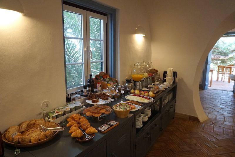El desayuno buffet hasta las 12h30 de Herdade do Touril