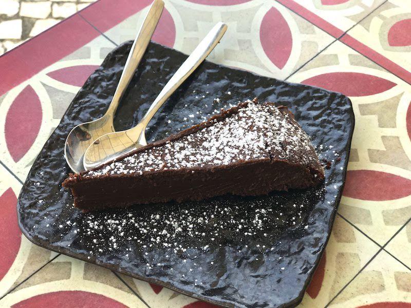 LA torta de chocolate de la Sosta. Si sois amantes de chocolate, haced una paradita aqui y no os arrepentiréis.